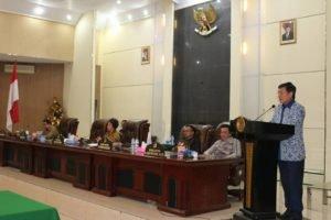 Walikota Manado DR Ir GS Vicky Lumentut SH MSi DEA dalan sambutannya menyampaikan terima kasih kepada DPRD Manado yang telah bekerja keras menyelesaikan pembahasan