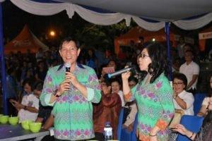 Duet Walikota GSVL dan Ketua TP PKK Manado ikut menghangatkan Manado Food and Culture Festival di TKB. (foto: ist)