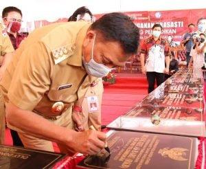 Gubernur Olly Resmikan Sarana Prasarana SMK 1 Amurang