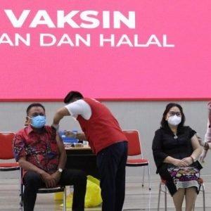 Gubernur Olly Dan Wagub Kandouw Terima Suntik Vaksin Covid-19 Sinovac Tahap Pertama